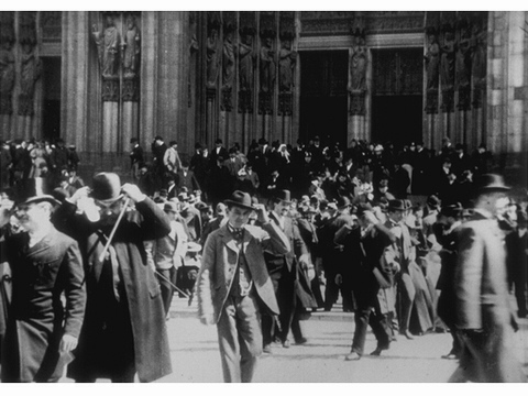 Fig. 23. Cologne: Sortie de la cathédrale (Cologne: Exiting the Cathedral), Black-and-white silent film, 53 seconds, Directed by Charles Moisson, Produced by Auguste and Louis Lumière (3 May 1896, Cologne) (Centre Nationale du Cinéma, Bibliothèque Nationale de France, Paris, Catalogue Lumière no. 225).