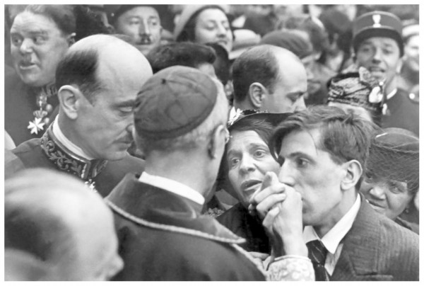 Henri Cartier-Bresson, Cardinal Pacelli, Montmartre, Paris, 1938