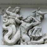 Pergamon-Altar_-_Moira_Giganten_2