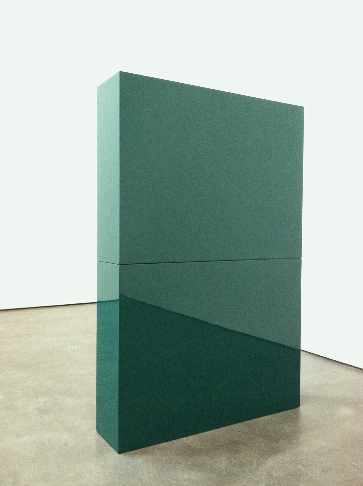 Fig. 2. John McCracken, Green Slab in Two Parts (1966)